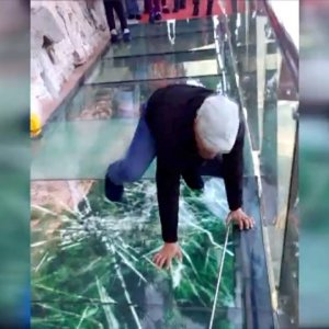 Tourist terrified by new glass walkway that cracks under weight - YouTube